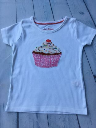 Mini Boden applique cake tshirt age 2-3